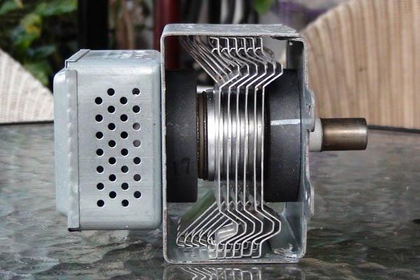 Magnetron aus einer Mikrowelle