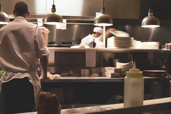 Arbeitsschrank in der Küche